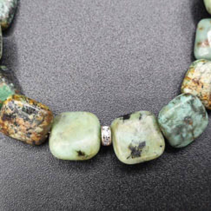 Bracelet énergétique fermoir ancien art déco – Turquoises africaines et médaillon argent-