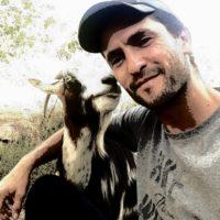 Pierre Thomas Graziani, un éleveur attentionné de chèvres corses et producteur d'un fromage fermier d'exception.